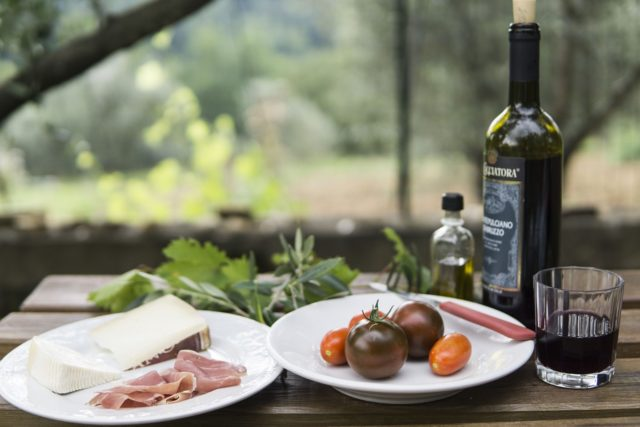 Right food for the right wine: perfect wine tasting at home