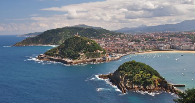 view of San Sebastian Donostia and La Concha beach (Basque Country) during our 15 days northern spain roadtrip itinerary